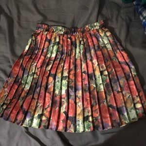 Pleated skirt with cinched waist.